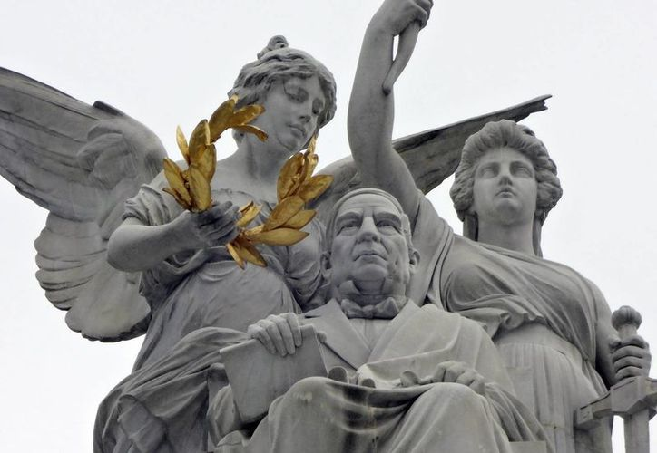 En la ciudad de México se pueden apreciar diversos monumentos y estatuas que le rinden homenaje al Benemérito de las Américas. (Notimex)