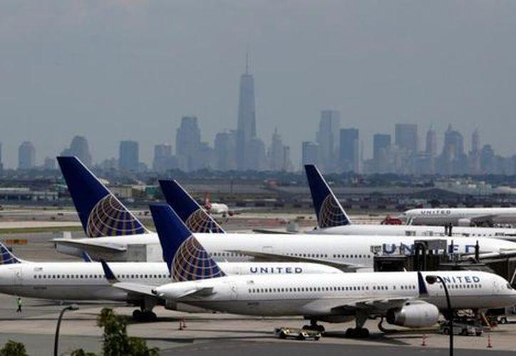 United Airlines es una de las aerolíneas más grandes de Estados Unidos y opera miles de vuelos a nivel mundial diario. (AP)
