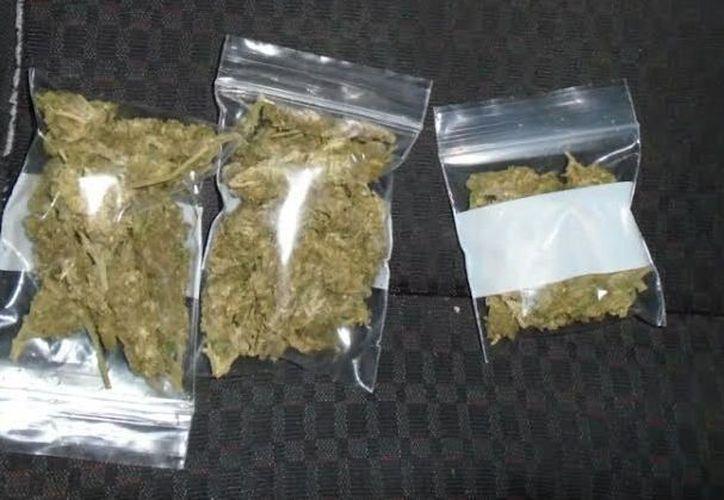 Se localizaron tres bolsas de hierba seca y una munición. (Redacción/ SIPSE)