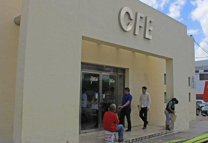 Los habitantes de Puerto Morelos desconocen de la ley sobre alumbrado público. (Jesús Tijerina/SIPSE)