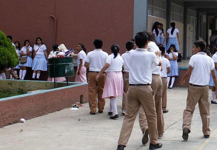 Regresan los alumnos en sus planteles escolares. (Francisco Gálvez/SIPSE)
