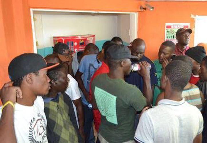 Un hombre atacó con armas de fuego a dos migrantes haitianos. (Cristina Gómez/La Jornada)