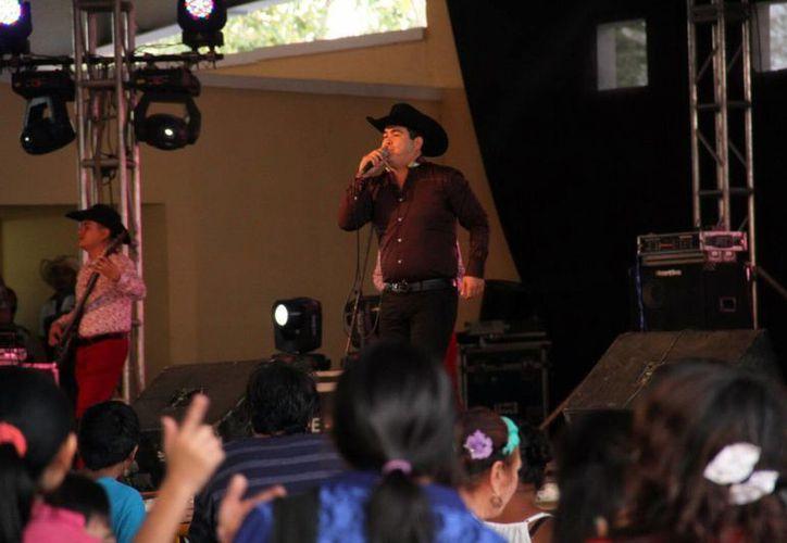 Luis Michel Jr (foto), fue uno de los artistas más esperados por la gente en el cierre del Carnaval Mérida 2016. Además se contó con la participación de grandes agrupaciones exponentes de la música tropical. (Jorge Acosta/Milenio Novedades)