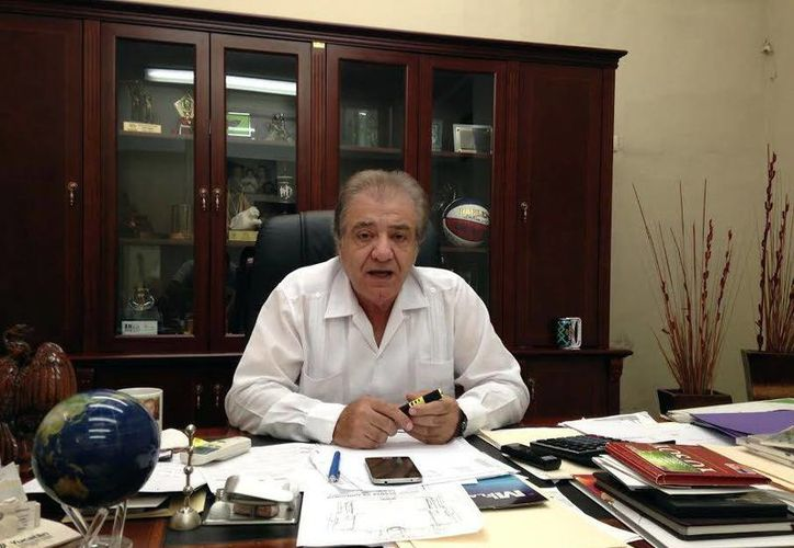 Juan José Abraham Achach, presidente del Instituto Promotor de Ferias de Yucatán, dio a conocer los pormenores de la próxima Feria Yucatán Xmatkuil 2015, entre ellos que contará con una nueva sede para espectáculos masivos. (SIPSE)