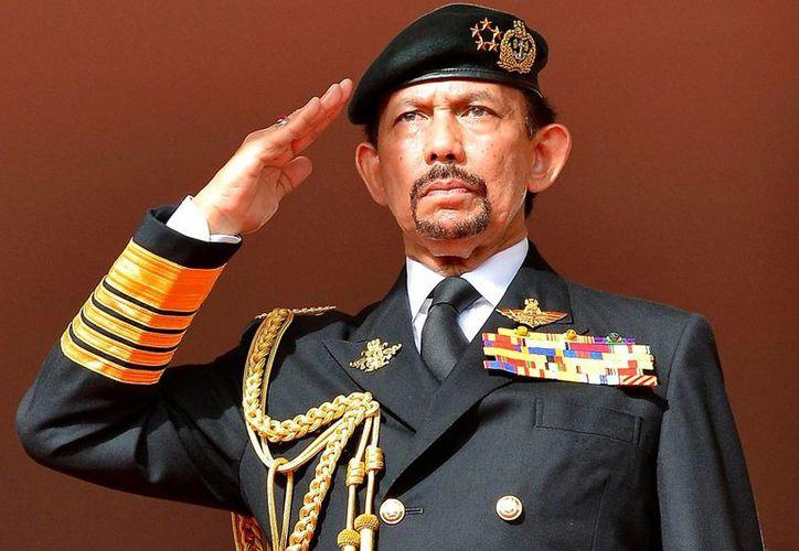 El sultán de Brunei ordenó vigilar que en sultanato no exista motivo navideño alguno. (Archivo/AP)