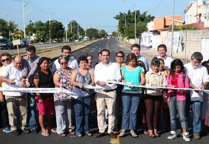El alcalde de Mérida inauguró las obras junto con los vecinos de la colonia Jesús Carranza. (Milenio Novedades)
