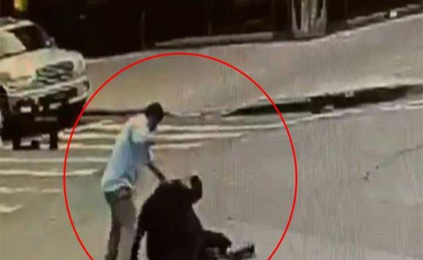El hombre agredido fue trasladado a un hospital en condición estable. (Foto: Captura de video)