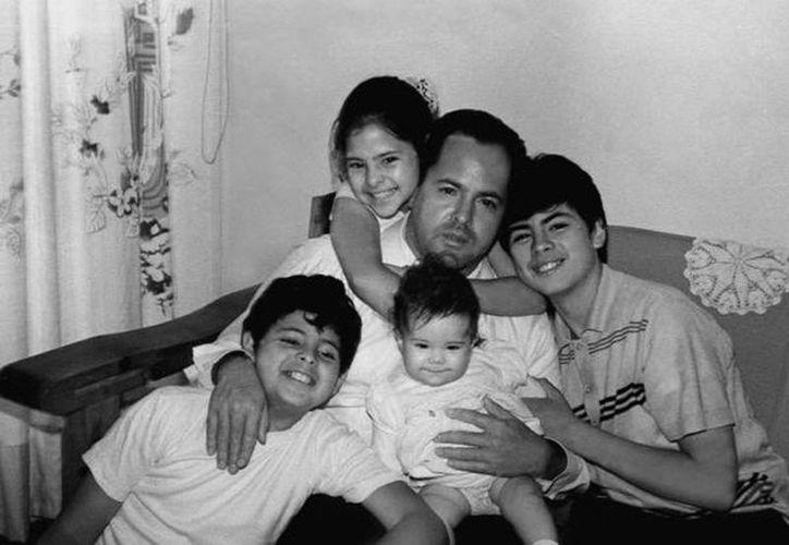 Imagen de  Gilberto Enrique Peña del Mazo acompañado de sus hijos, entre ellos el ahora presidente Enrique Peña Nieto. (@EPN)