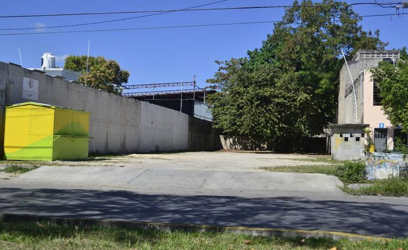 En la capital del estado se tienen registrados alrededor de 15 estacionamientos públicos de paga en la colonia Centro. (Harold Alcocer/SIPSE)