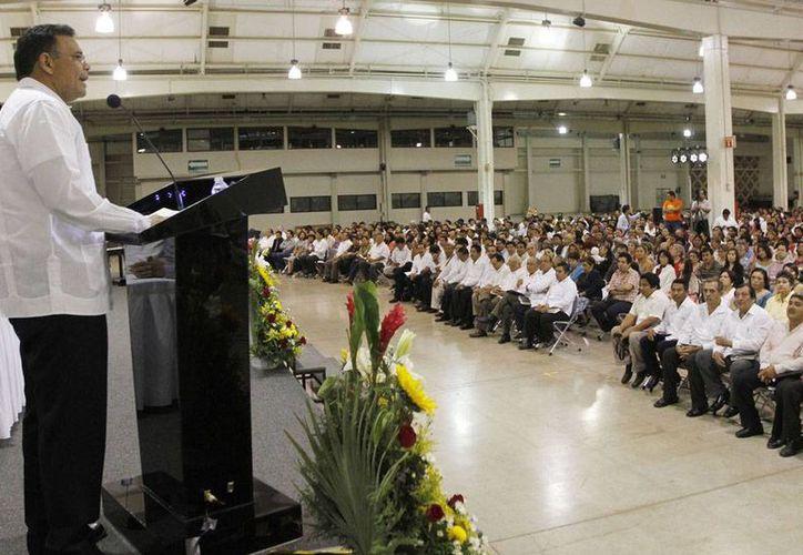 El gobernador Rolando Zapata Bello estuvo en celebración de las bodas de plata del Sínodo de la Península de Yucatán de la Iglesia Nacional Presbiteriana. (Cortesía)