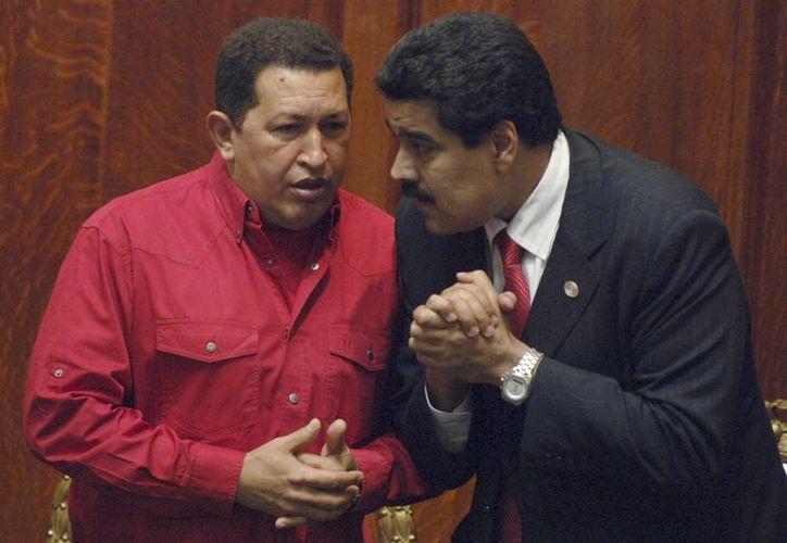 Imagen del 2007 del presidente Chávez y el vicepresidente Maduro. (Agencias)