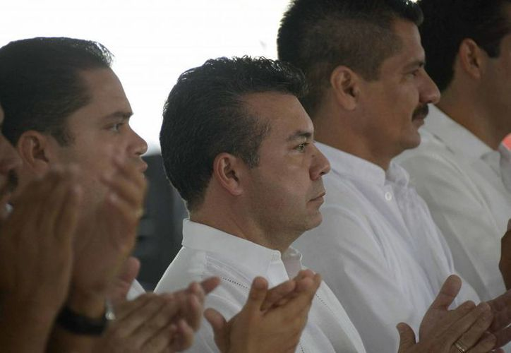 Mauricio Góngora Escalante, presenció el desfile cívico. (Redacción/SIPSE)