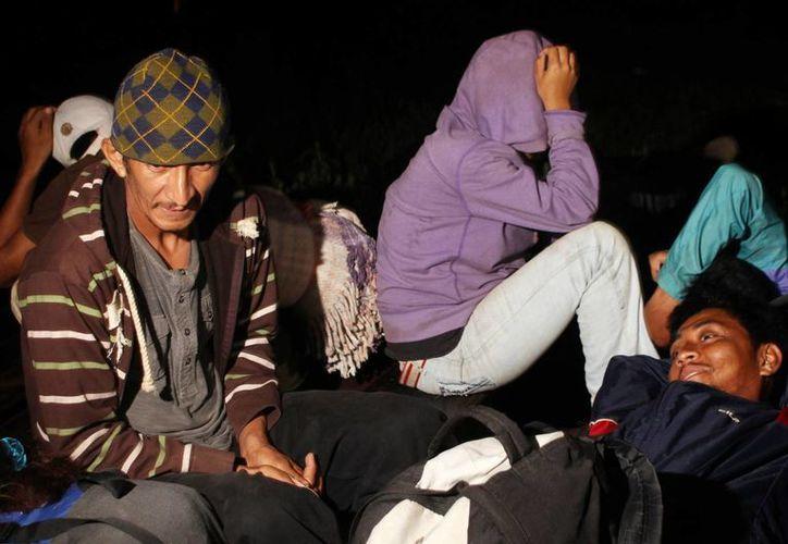 Reportan que decenas de migrantes se movilizan entre la espesa maleza, ríos y zonas inundadas por el agua para evadir a las autoridades mexicanas en la frontera sur. (Archivo/Notimex)