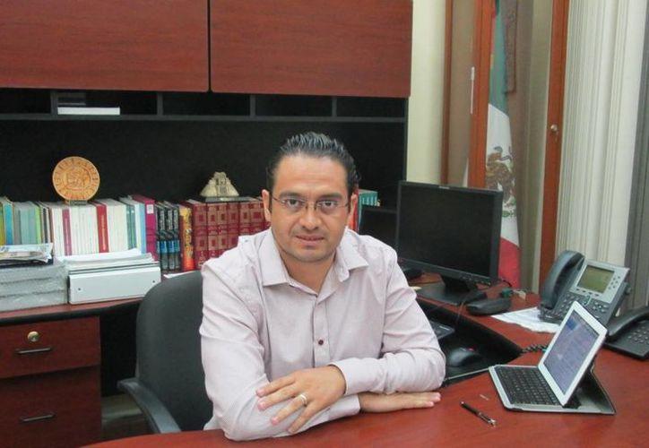 Omar Pérez Avilés dijo que se debe garantizar la educación gratuita. (SIPSE)