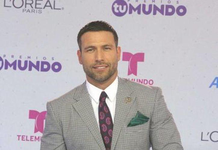 Rafael Amaya ganó tres galardones en la quinta edición de los <i>Premios Tu Mundo</i>, por su actuación en la serie <i>El Señor de los Cielos</i>, de la cadena Telemundo. (Notimex)