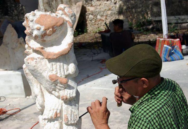 Artesanos y escultores han recibido grandes pedidos de productos, en el marco de la feria realizada en la comisaría de Dzityá. (Wilbert Argüelles/SIPSE)
