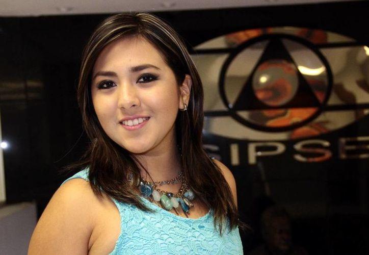 La joven cantante Lisset Enríquez se presentará este jueves a partir de las 20:00 con el concierto 'Mi bella trova'. Enríquez logró el año pasado el tercer lugar del certamen la Voz de Mayab. (SIPSE)