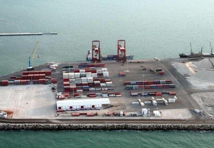 Entre las inversiones para Progreso está la ampliación de calado del puerto de altura a 14 metros de profundidad. (SIPSE)