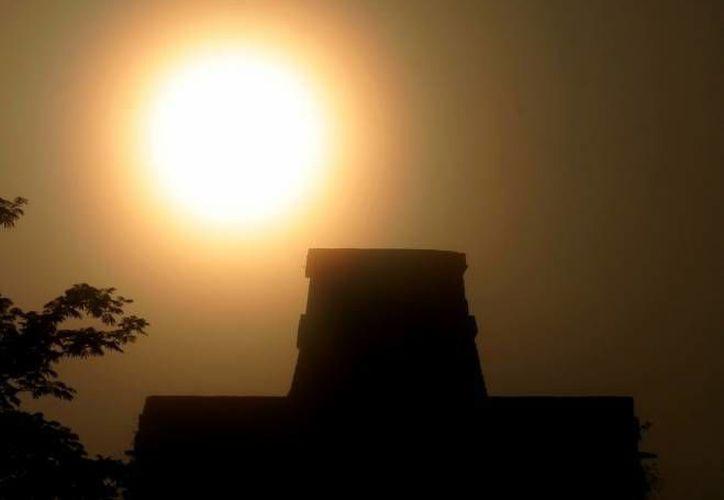 En varias zonas arqueológicas se realizan ceremonias para recibir el verano. (Archivo/SIPSE)