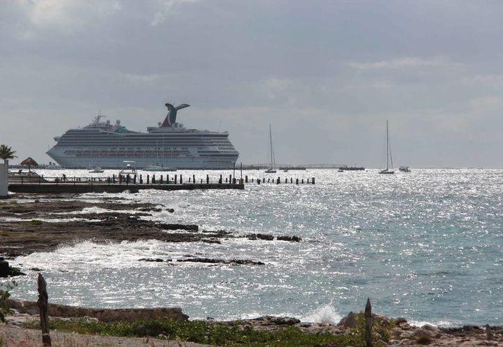 Con base en la capacidad máxima de ocupación de camarotes se estima que en conjunto traerán a Cozumel nueve mil 804 visitantes. (Gustavo Villegas/SIPSE)