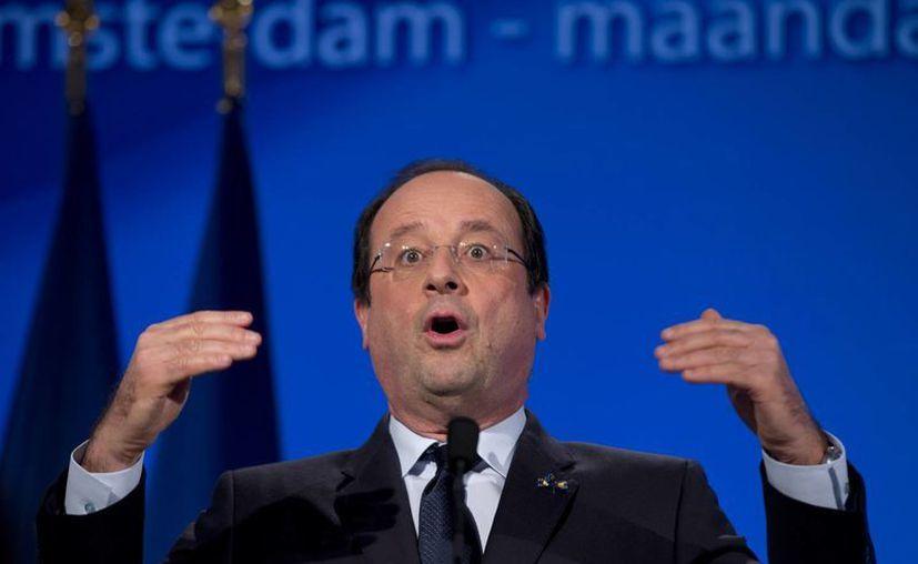 """""""No quiero que en el futuro haya más primeras damas en el Eliseo"""", dijo el presidente francés, Francois Hollande, a un pequeño grupo de periodistas. (Agencias)"""