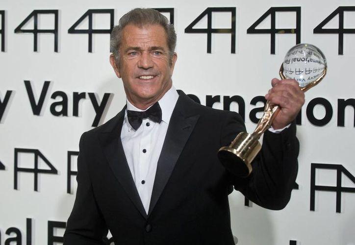 """Al recibir el Globo de Crsital del festival de cine checo, Mel Gibson declaró """"Este premio es la cereza del pastel"""" de su carrera cinematográfica. (AP)"""
