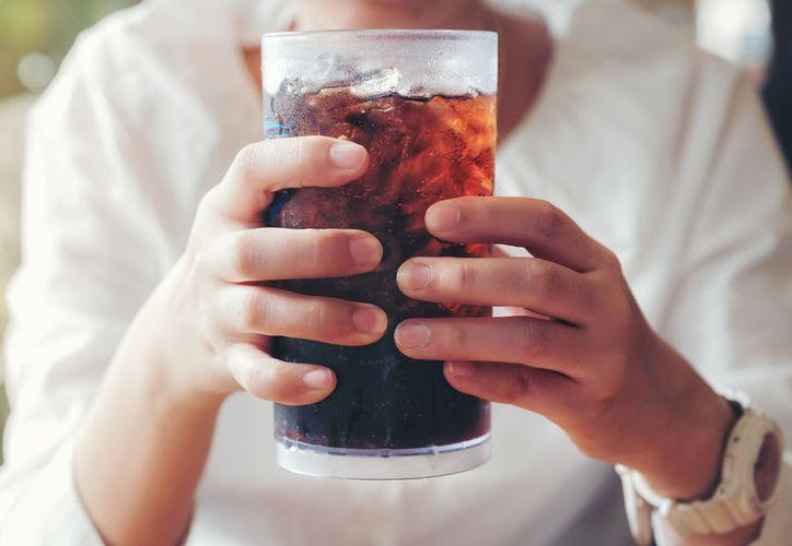 Beber refresco de cola podría causarte hasta descalcificación o Alzheimer. (Foto: Contexto/Internet)