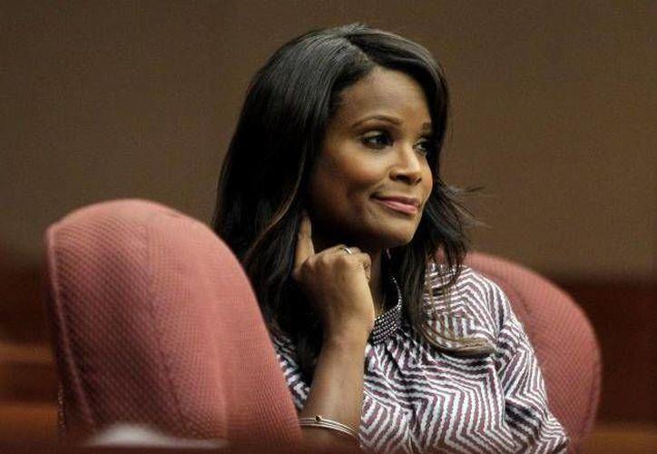 Tameka Foster reclama la custodia de su hijo porque Usher lo deja al cuidado del servicio.  (Agencias)