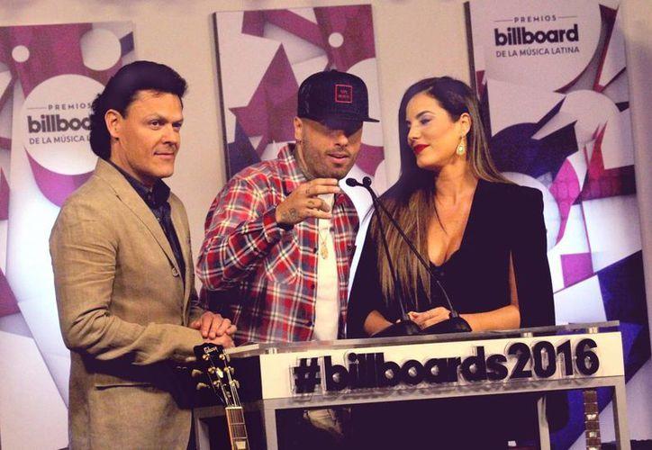 Pedro Fernández (izquierda) será uno de los conductores de la entrega de Premios Billboard de la Música Latina 2016, en Miami. (Notimex)