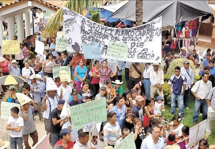 Protesta en la cabecera municipal de Olinalá, Guerrero. (Milenio)