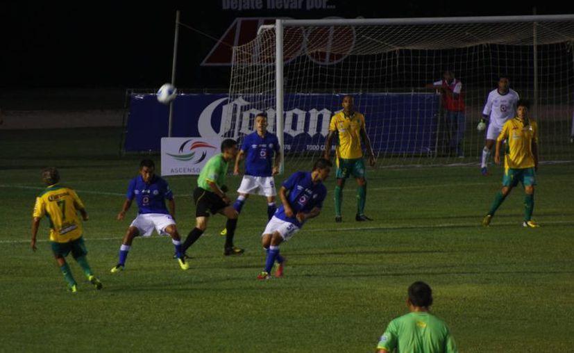 Las primeras acciones de gol fueron fabricadas por los venados en el encuentro de anoche. (SIPSE)