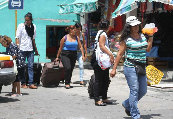 Los turistas que habían llegado a la capital del estado han optado por regresar a sus lugares de origen. (Miguel Maldonado/SIPSE)
