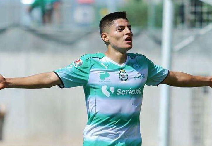A partir de esta noche, el atacante Ronaldo Cisneros, ex integrante de Santos, forma parte de Chivas. (Contexto/Internet)