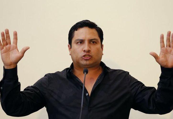 El cantante de norteño-banda dijo que no se puede hacer responsable de los actos de otras personas. (Televisa News)