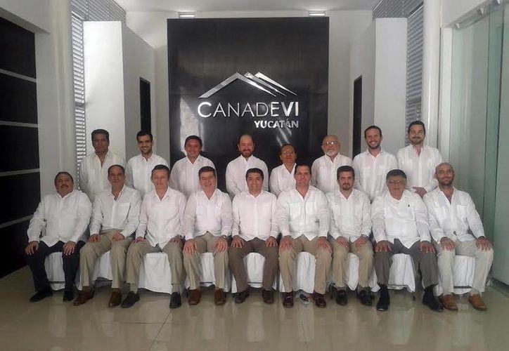 Esta es la nueva directiva de la Canadevi-Yucatán, que de nuevo tendrá como presidente a Carlos Viñas. (Milenio Novedades)