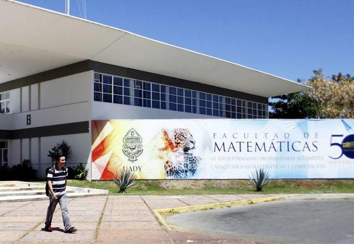 La Facultad de Matemáticas inició la semana con el arranque de actividades de los coloquios sobre Geometría y Ecuaciones Diferenciales. (Milenio Novedades)