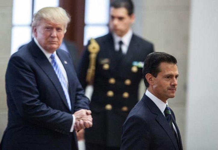Los mandatarios de EU y México han usado las redes sociales para dar a conocer sus acciones ante la situación que vive la relación entre ambos gobiernos. (Archivo/Agencias)