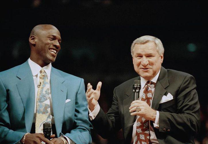 Dean Smith entrenó a figuras de la talla de Michael Jordan. (Foto: AP)
