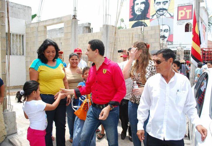 El consejero nacional del PRD violó estatutos al avalar con su presencia registros de candidaturas. (Tomás Álvarez/SIPSE)