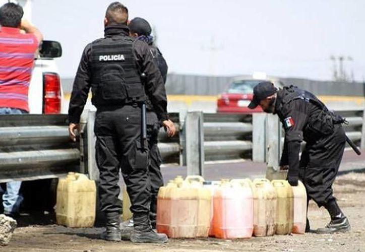 Detectan ordeña de pipas cargadas con combustible de Pemex, en la carretera Mérida-Valladolid. (SIPSE)