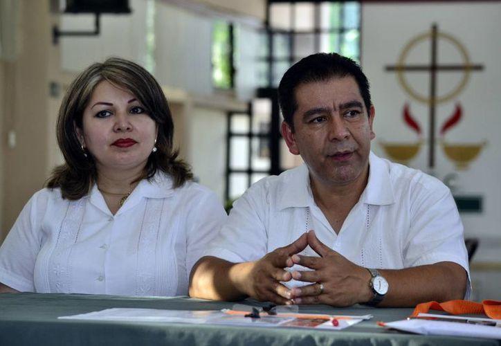 Blanca Sastre Cancino y Jesús Ramos Álvarez, quienes presiden a nivel nacional el Movimiento Familiar Cristiano. (Milenio Novedades)