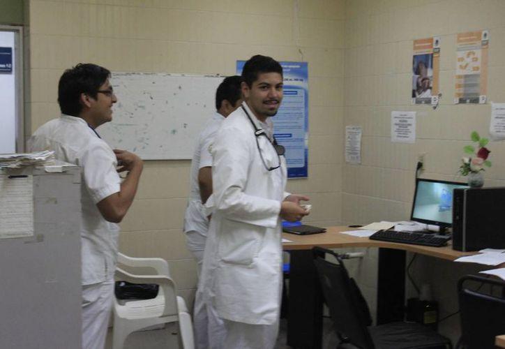 Cuatro alumnos de ención Farmacéutica Hospitalaria egresarán. (Harold Alcocer/SIPSE)