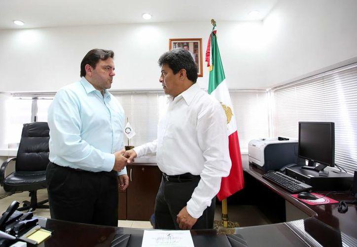 El secretario general de Gobierno, Roberto Rodríguez Asaf, en la ceremonia de entrega del cargo de fiscal a Ariel Aldecua Kuk en la FGE. (Milenio Novedades)