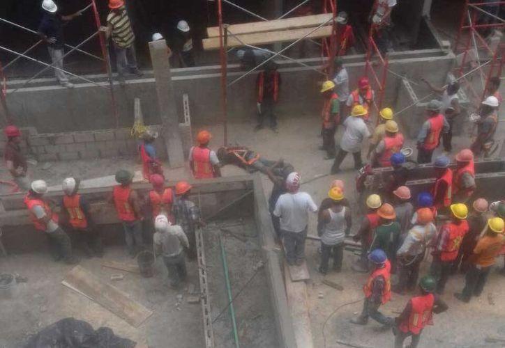 Un trabajador de la construcción falleció al caer del tercer piso de un edificio de Playa del Carmen. (Redacción/SIPSE)