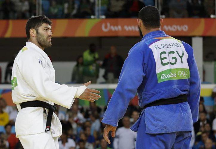La Federación Internacional de Judo dijo que evaluará la actitud del peleador egipcio Islam El Shehaby. (AP/Markus Schreiber)