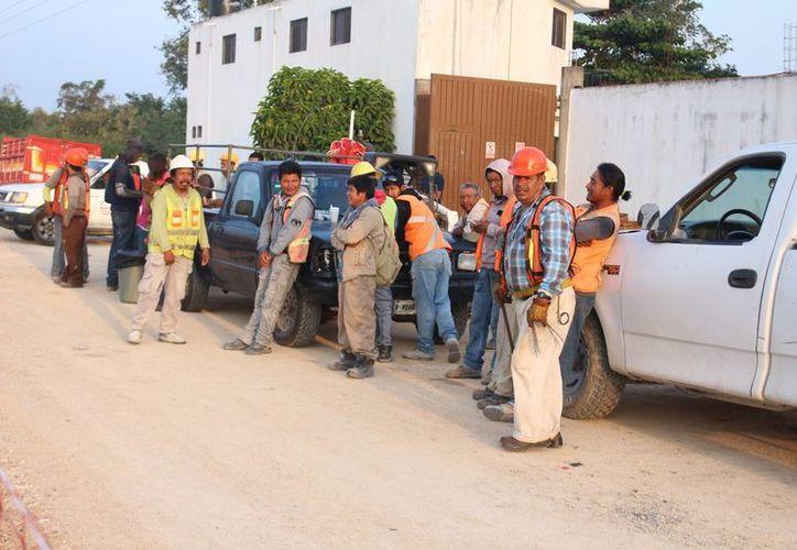 Los alarifes de Felipe Carrillo Puerto se dicen relegados de las obras públicas que se hacen en el municipio. (Benjamín Pat/SIPSE)