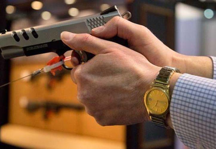 En Connecticut, Indiana y Texas se puede solicitar la orden de un juez para que les permita decomisar armas a personas que consideren ser un peligro. (Archivo/AP)