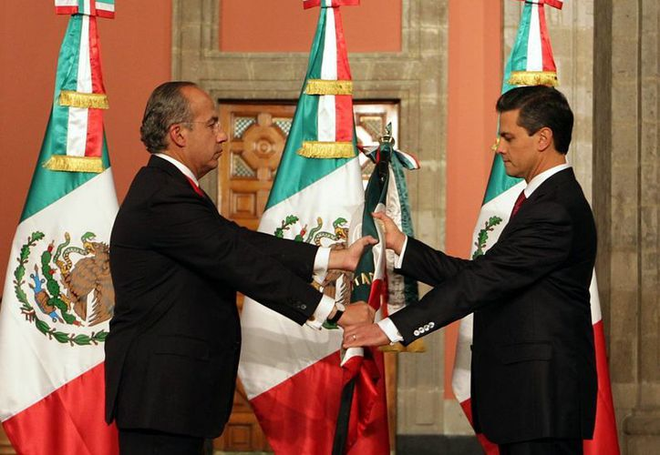 El expresidente Felipe Calderón entregó a Peña Nieto el mando la madrugada del 1 de diciembre de 2012. (Archivo/Notimex)