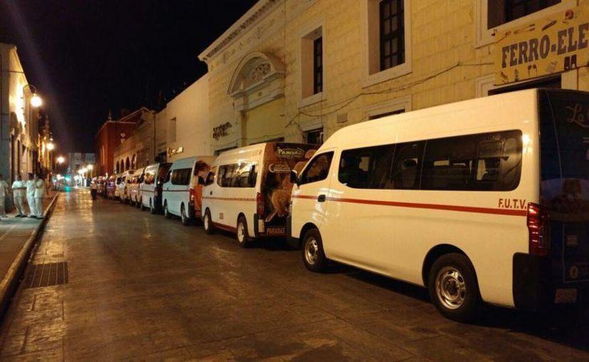 Unidades del FUITV estacionadas en el Centro de la Ciudad. (José Acosta/SIPSE)