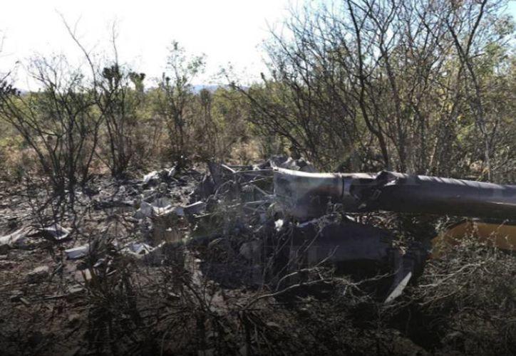 Los restos del fuselaje del helicóptero en el que viajaban Fernando Maiz  fueron localizados a menos de un kilómetro de la carretera Monterrey-Colombia. (elhorizonte.mx)